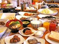 「焼き立てパン」や「カレー」が新しく朝食に仲間入り!