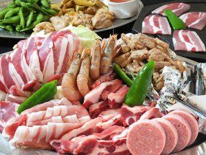 一番人気の鹿児島県産の黒豚溶岩焼き(2時間飲み放題付)コース3800円(税込)